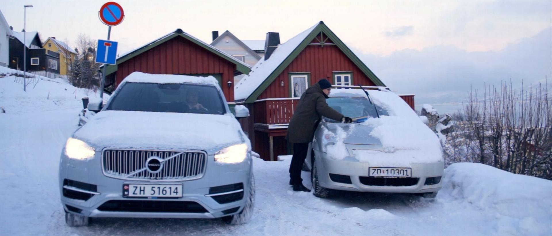 skrape bilrute is snø isskrape parkeringsvarmer Volvo on Call